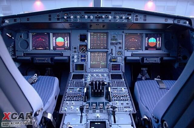 飞机驾驶员座舱内外美景(组图)