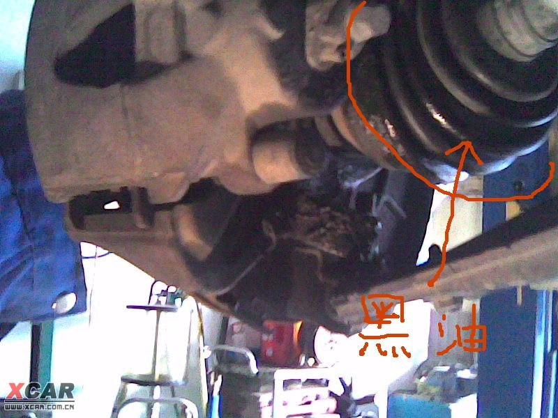 今天去换变速箱油,发现右轮转向球笼损坏更换,上作业