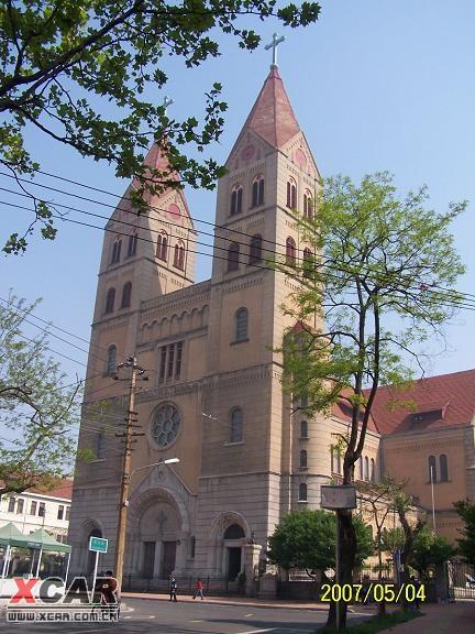 建筑大多都是盖着红屋顶的小洋楼,各自独立成院,德式建筑的味道很浓