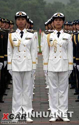 这是陆海空女军官夏常服   这是陆军女军官礼服   着07式冬常服的武图片