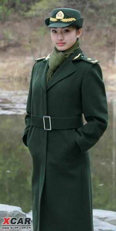 07式新军换装为每个女军人都量体 女士兵春秋常服   这是女军官夏图片