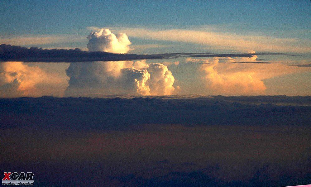 天堂的摸样------飞机上拍云彩