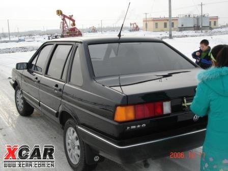 早上发动汽车 尾部排气管喷水 什么原因高清图片