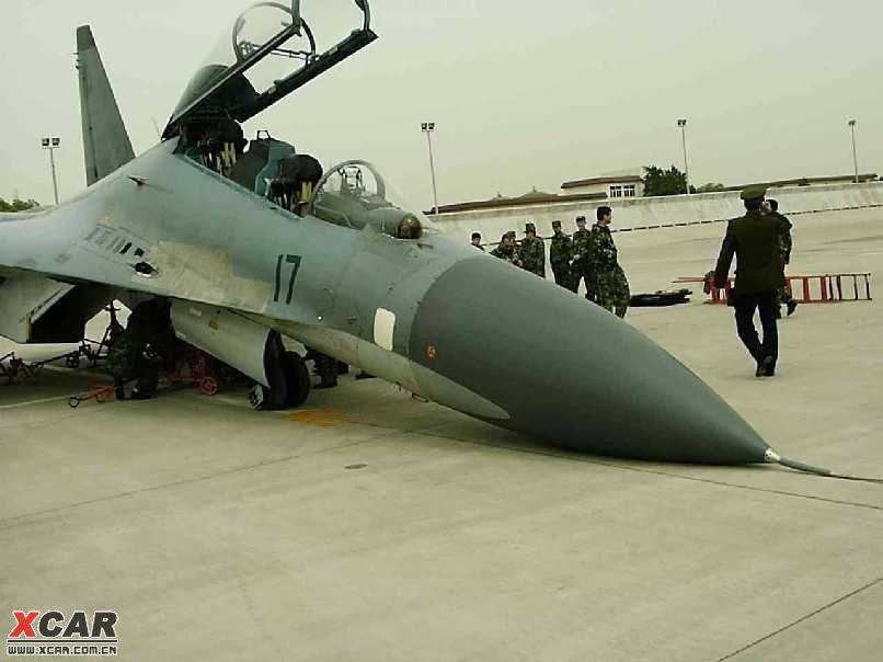 11月21日中国从俄罗斯进口的一架最新型苏30战机在安徽芜湖湾里机场降落时失事,近日中国空军苏30已全部停飞进行检查。中国空军第三师第九团的苏30飞机11月21日在降落芜湖军用机场时失事折毁,飞行员已逃生受伤情况不明,但该架飞机已不能修复报废,中国空军这次苏30出事,事故原因可能是起落架液压机构出现问题。目前中国空军空29师,空18师及海军航空兵的其它99架苏30已全部停飞进行检查。苏30是世界上最先进战机,它拥有非常先进的各项性能,曾进行美国主力战机F15和苏30 的对抗演习,F15惨败给苏
