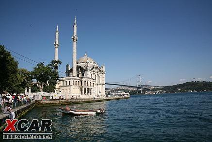 图3:博斯普鲁斯海峡大桥,电视新闻中出现伊斯坦布尔时的标志性画面.图片