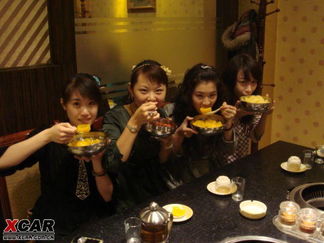 【精华】帅哥请四位美女吃罐头纪实