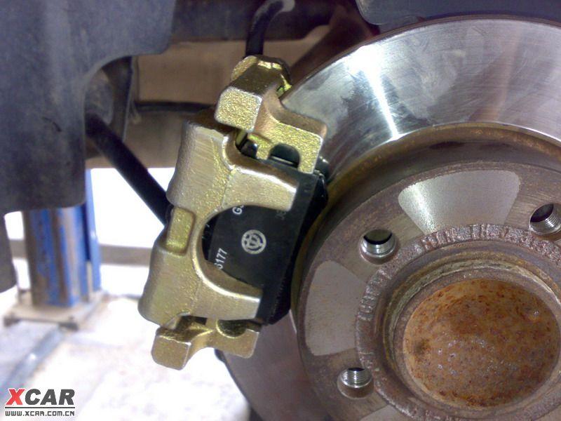 骏捷更换后轮刹车分泵作业