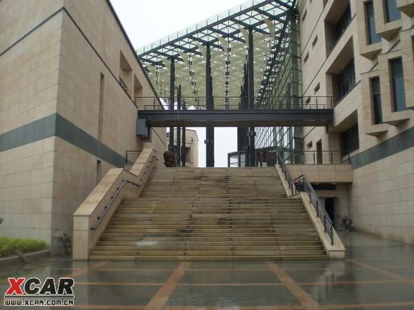 呵呵,宣传一下母校---福州大学图书馆
