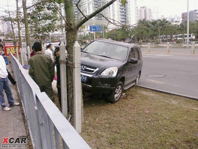 今天看到audi rs5跟mazda的车祸 高清图片