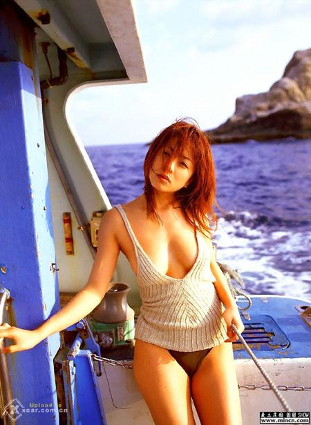 日本人气美女车模 竖
