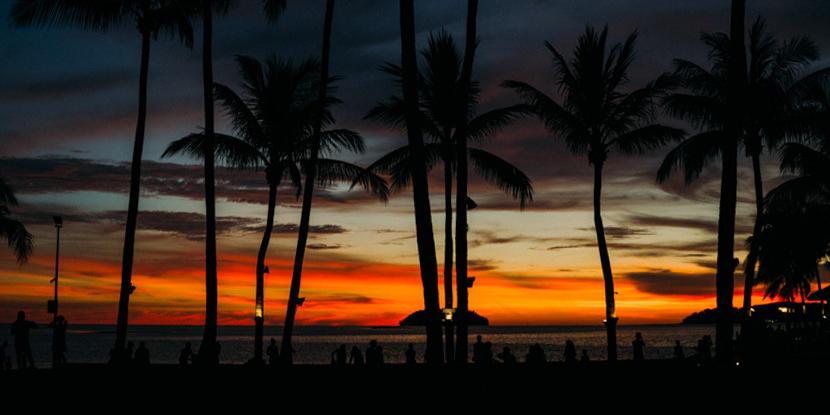 五一马来沙巴,看丹绒海滩天际的火烧云