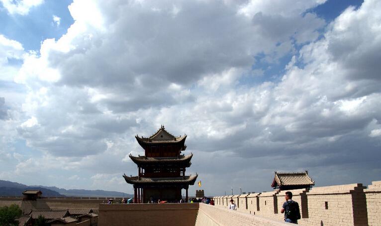 登嘉峪关城楼,追寻历史的足迹