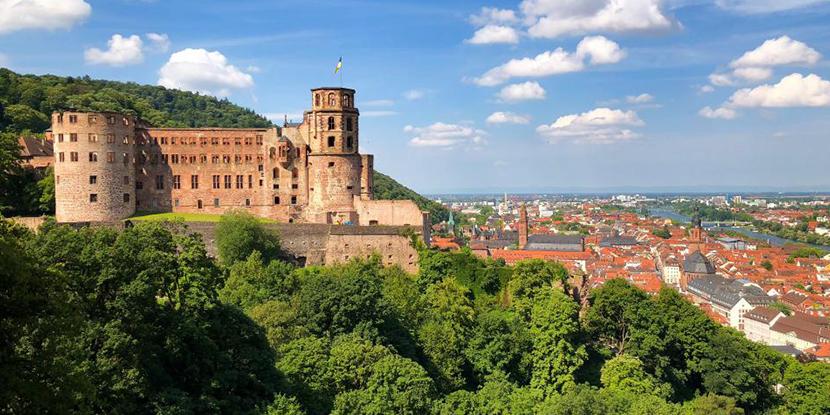 穿越德国第九集探访历史古城海德堡,参观霍根海姆赛道