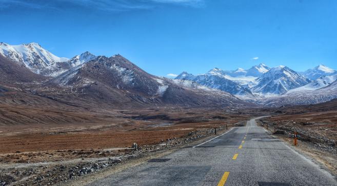 巴铁,一个用AK守护中国游客的国家。