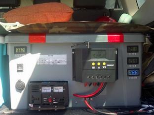 帕杰罗中的战斗机 DIY装车载太阳能电源