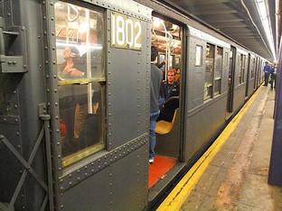 圣诞纽约把老古董地铁从博物馆开出来了