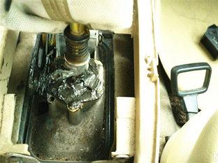 自己DIY POLO车主装挡杆润滑油