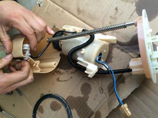自备材料 欧蓝德换汽油滤清器