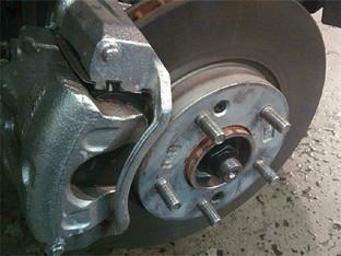 事出必有因 悦动修复刹车异响