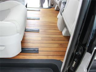 商务气派 上汽大通G10装木地板