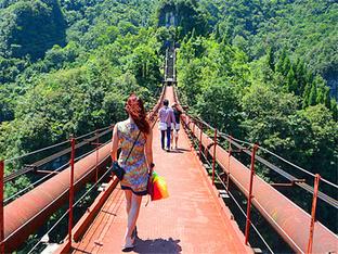 游览湖北高索道桥