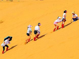 书写青春 结伴同行腾格里沙漠