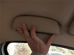 用处多多堪称完美 添置车内眼镜储物盒