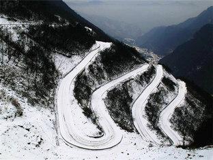挑战冰雪环山公路