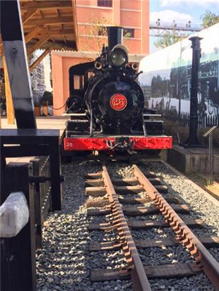 近距离接触老式火车
