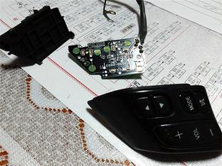 仔细研究再动手 马自达3改造方向盘按键