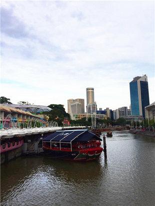 迎着朝霞前往新加坡