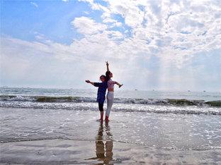 幸福时刻 家人同行漫步双月湾