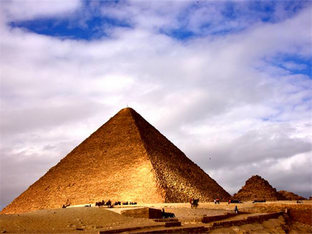 吉萨金字塔充满神秘