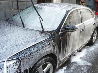 亲上阵更放心 帕萨特清洗车身