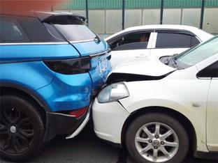 车祸猛于虎 陆风X7被前后夹击