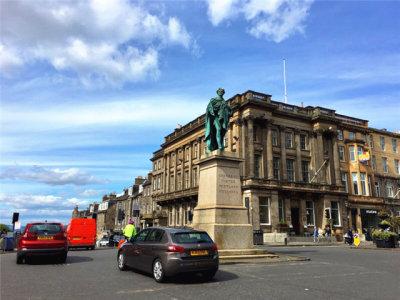 蓝天之下 领略爱丁堡美丽容颜