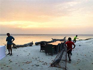 椰林树影沙滩足球 前往马尔代夫走一圈