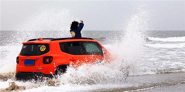 湿身下海趴 反季节冲浪很放肆