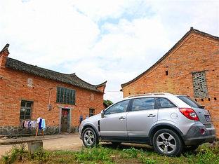 古建筑十分有特色 游览原生态自然小村