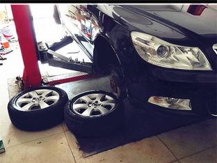 明锐解决轮胎漏气 换金属气嘴&打磨轮圈