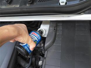 停在路边开干 奔驰A200替换刹车油