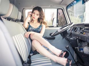 女神请上车 看性感甜心演绎复古风情