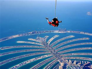 人再老就更怕死 全景迪拜 完成跳伞心愿