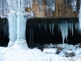 晶莹剔透如仙境 冬日最壮观的^冰挂 ̄