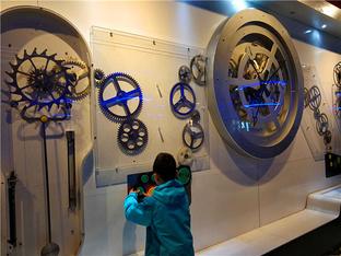 开飞机、玩太空舱 去感受科技的魅力