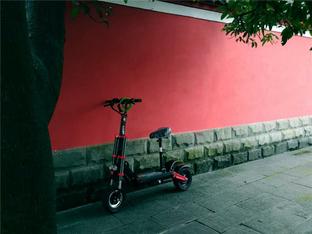 入手希洛普Q18越野款电动踏板 值得拥有
