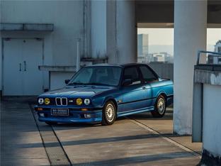 看那台E30,真帅 这才是BMW最佳的模样