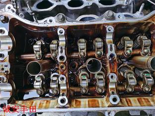 皇冠积碳太多烧机油严重 大修发动机