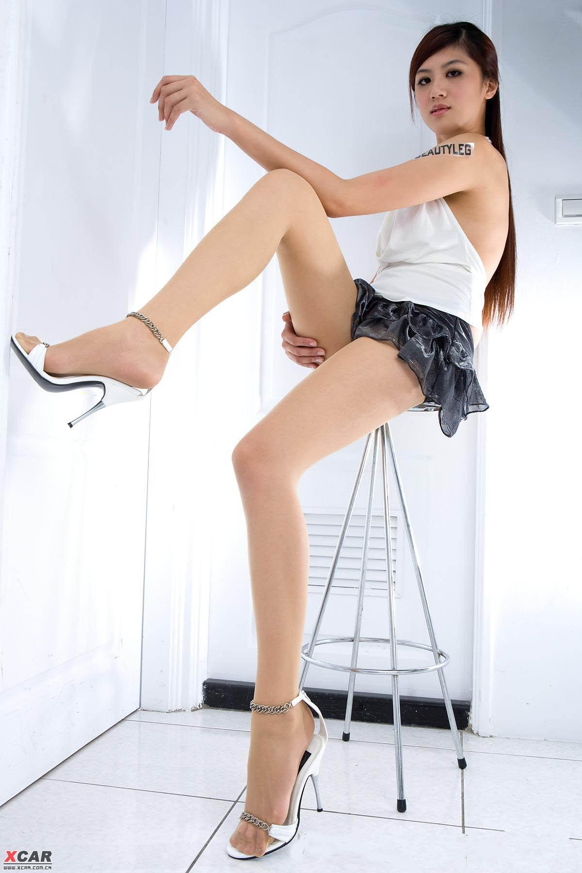 短裙美女 纤纤玉腿