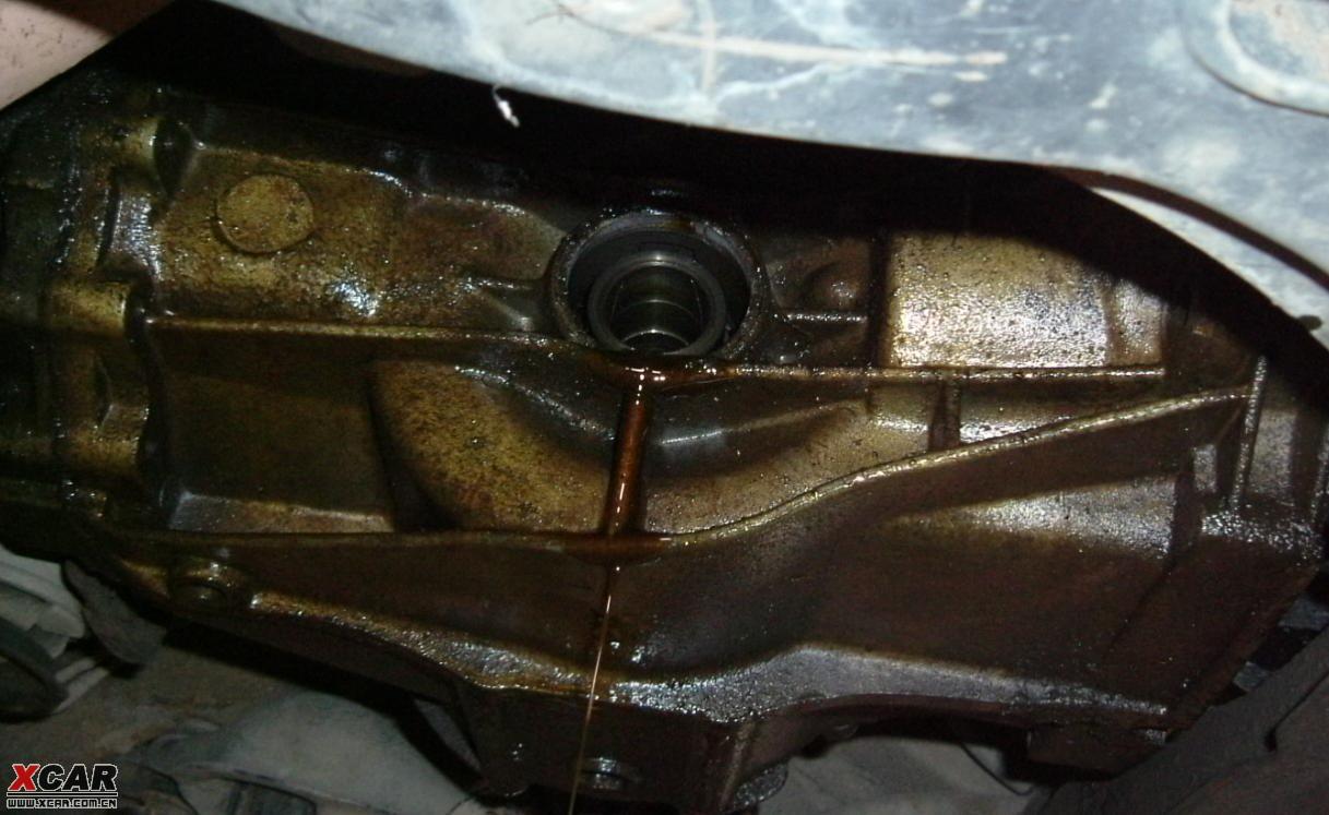 半轴油封更换图片 rv4后半轴油封更换 半轴油封漏油的原因高清图片